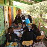 Alumnos trabajando al aire Libre